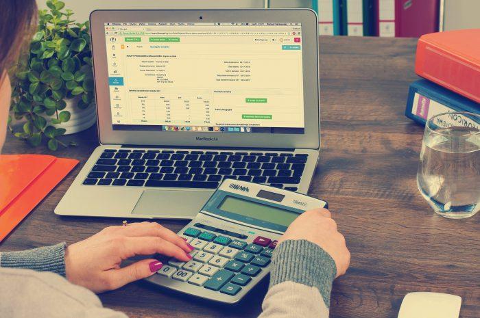 ¿Cómo funciona el redondeo de decimales en las facturas?