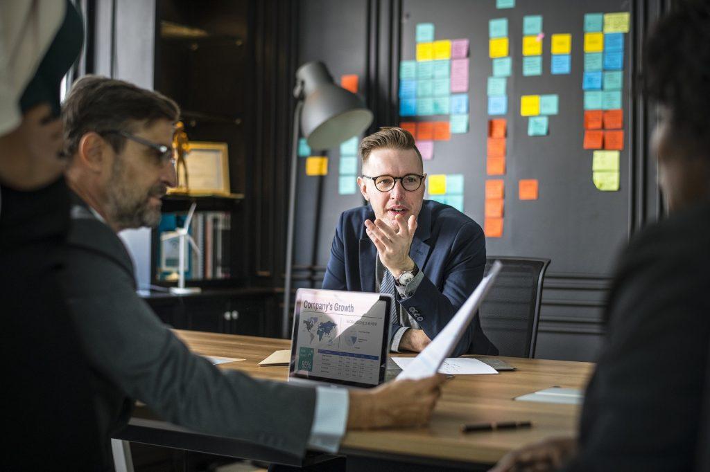¿Cómo mejora un software ERP la gestión empresarial?